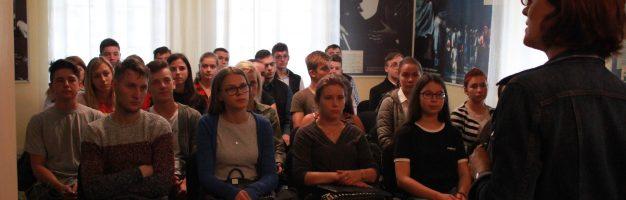 """Elevii seminariști în vizită la Muzeul Memorial """"George Enescu"""" cu prilejul Zilelor Europene ale Patrimoniului"""